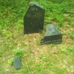 Antrasis stulpelis, vedantis į kapavietę
