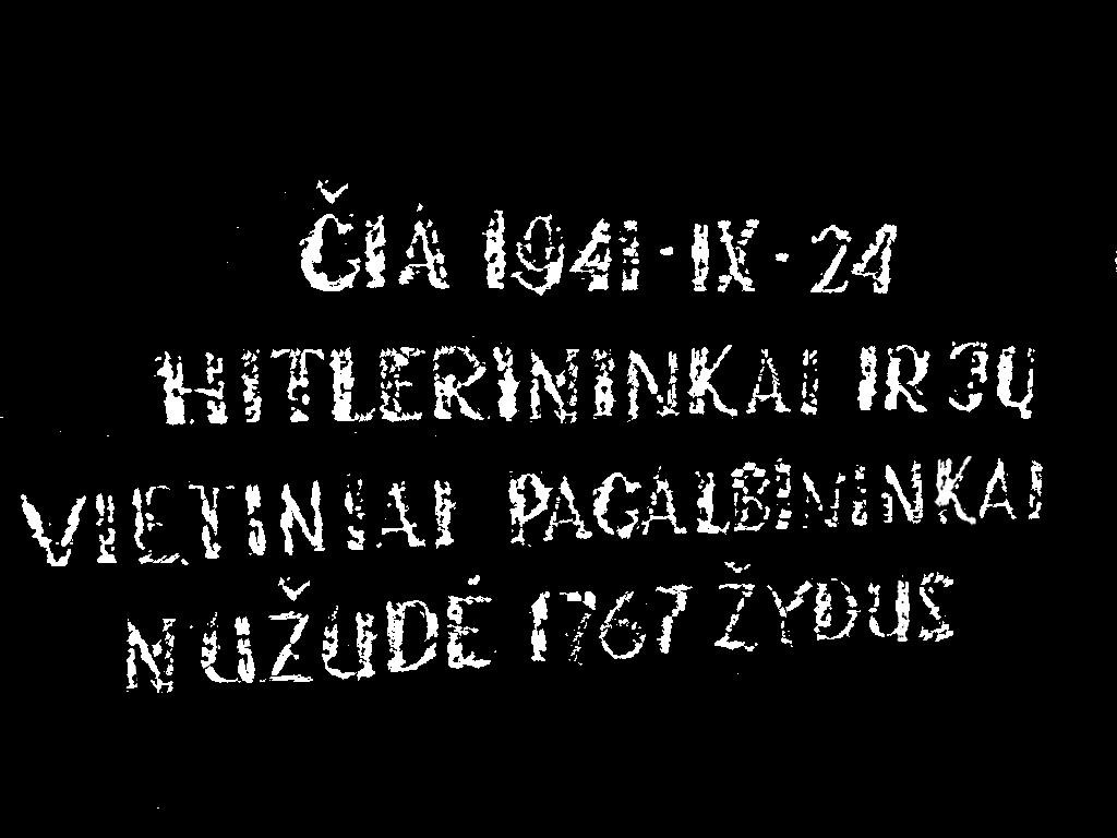 Užrašas ant Riešės žydų žudynių vietos memorialo